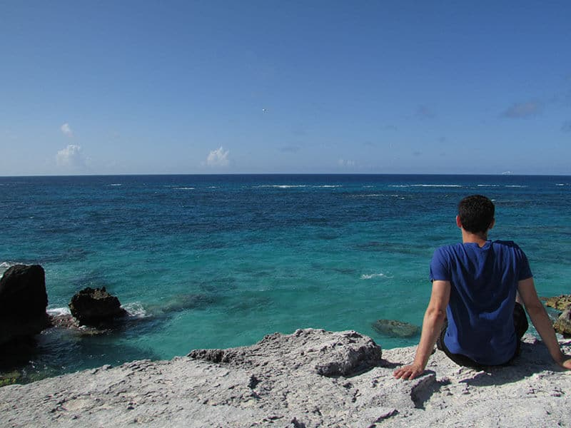 Nomadic Matt in Bermuda - Matt looking out to the blue green water