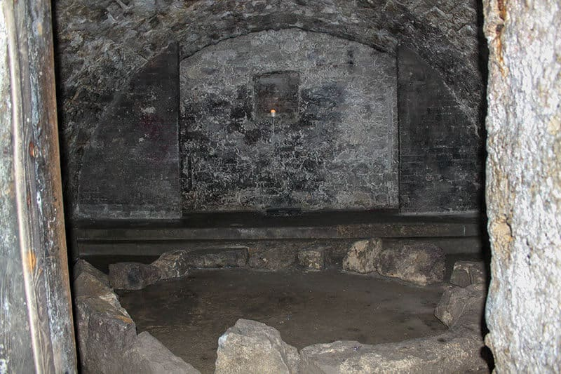 The stone circle of protection (Niddry Street Vaults)