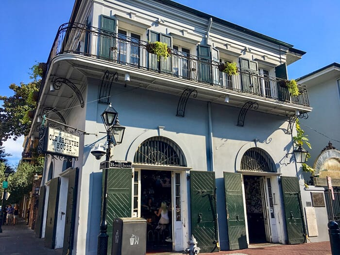 The outside of the Old Absinthe House in New Orleans