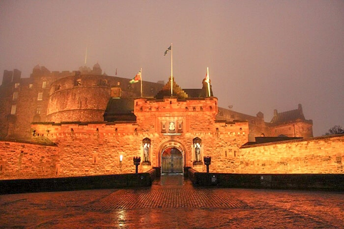 Edinburgh Castle at night - spooky, scary and haunted in Edinburgh