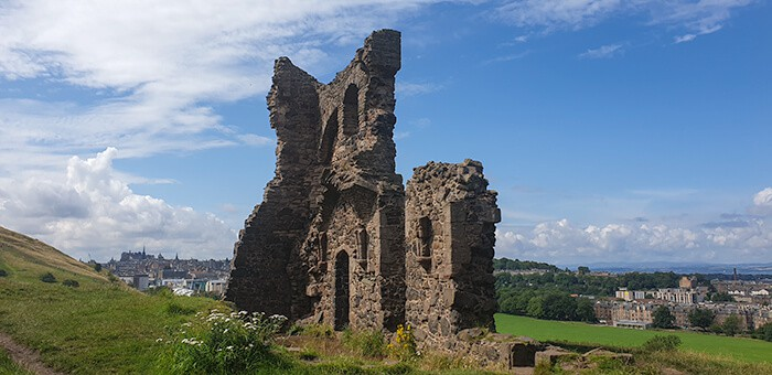 Saint Anthony's Chapel Ruins in Edinburgh is close to nature and a perfect reason why Edinburgh should be the place to move to on your working holiday