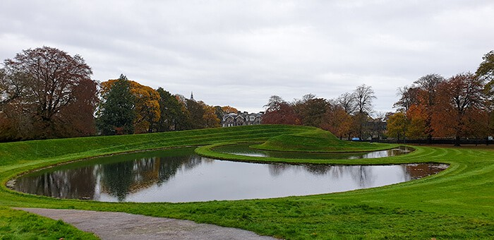 The lawn outside of the Scottish Gallery of Modern Art