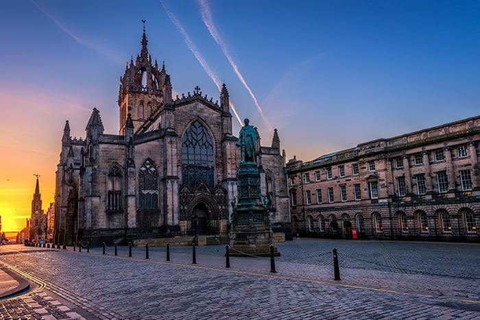 Exterior of St Giles Cathedral in Edinburgh at sunrise