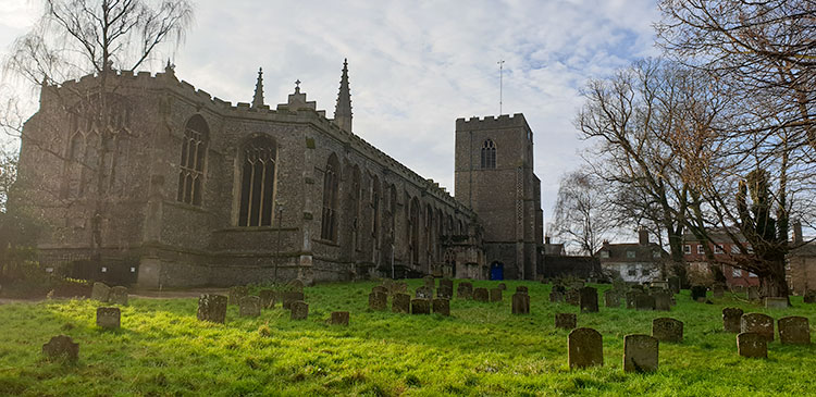 large church and graveyard in Bury St Edmunds