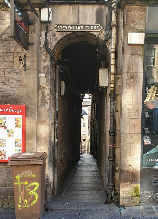 very narrow street in Edinburgh - where Daft Jamie died on the Burke and Hare Edinburgh Tour