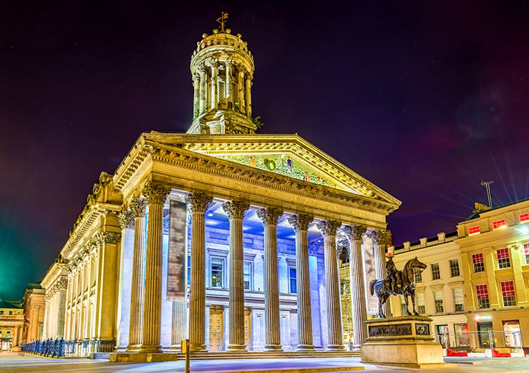 Glasgow Art Gallery at night